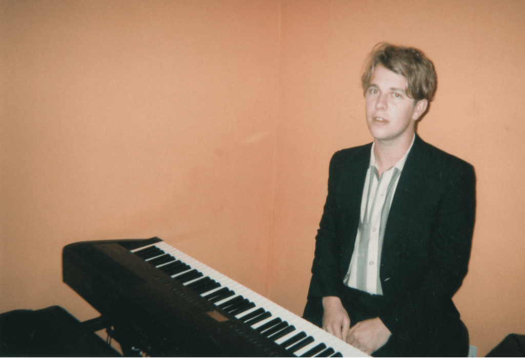 tom-odell-piano-2