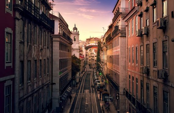 The Well-Rounded Traveller's Guide To: Lisbon